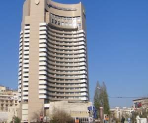 Un bărbat s-a aruncat de pe un hotel de lux din centrul Capitalei!