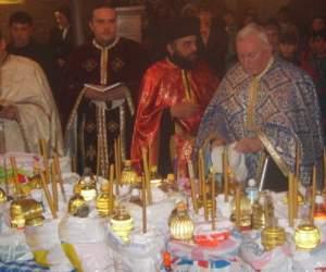 INCREDIBIL / Elevii sunt învăţaţi la ora de religie să ducă plocoane preoţilor, ca să fie pe placul lui Dumnezeu!