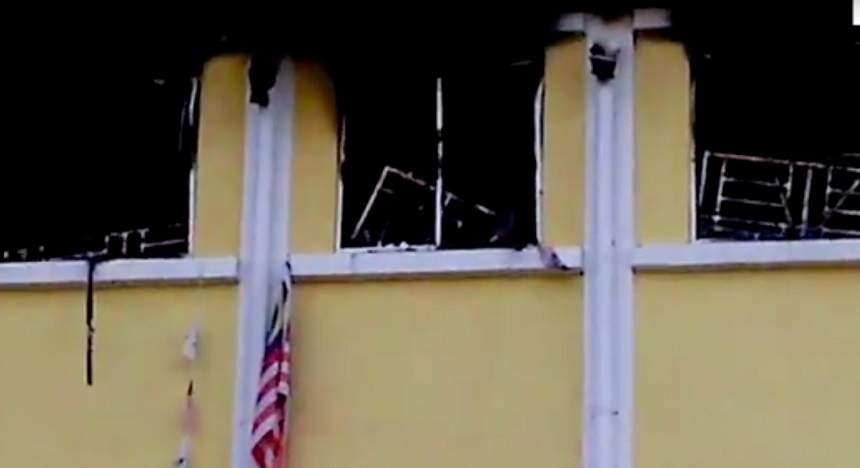 VIDEO / Incendiu puternic la o școală! Cel puțin 24 de elevi au murit arși de vii