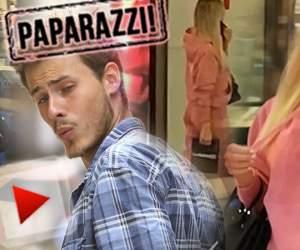 VIDEO PAPARAZZI / Pe bărbaţi îi lasă mască, însă ea doar se răsfaţă! Alexandra Becali, apariţie devastatoare într-un mall