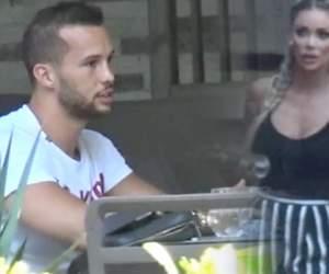 VIDEO PAPARAZZI / Se comportă deja ca un cuplu sudat! Cât de cuminţel este iubitul Biancăi Drăguşanu cât timp blondina lucrează la corpul cu care l-a fermecat pe milionar