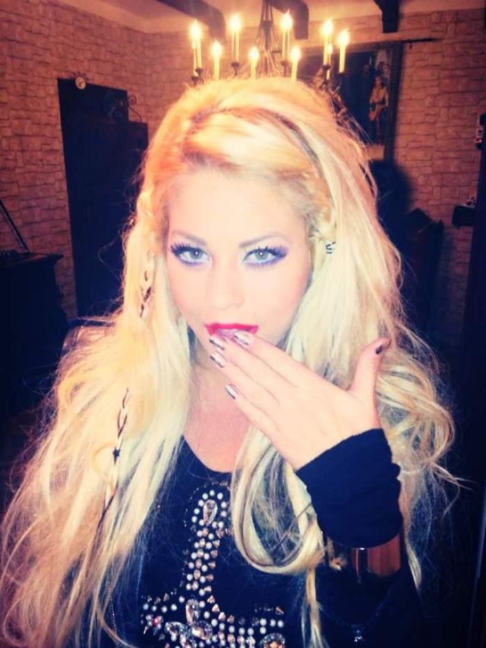Roxana Nemeş a dat în mintea copiilor! Uite ce face blondina!