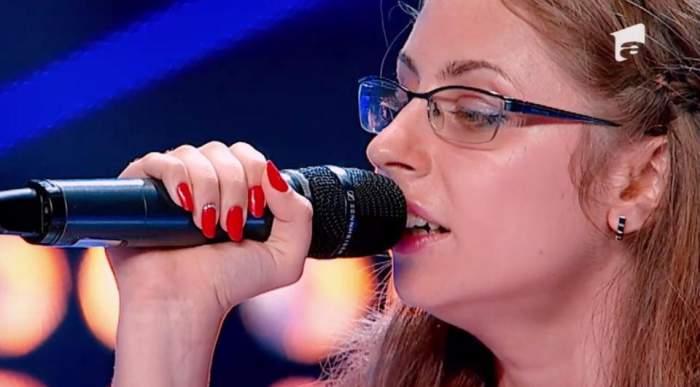 """Nu vede, dar cântă ca un înger! Petra Pintelei a făcut senzaţie la """"X Factor""""! / VIDEO"""
