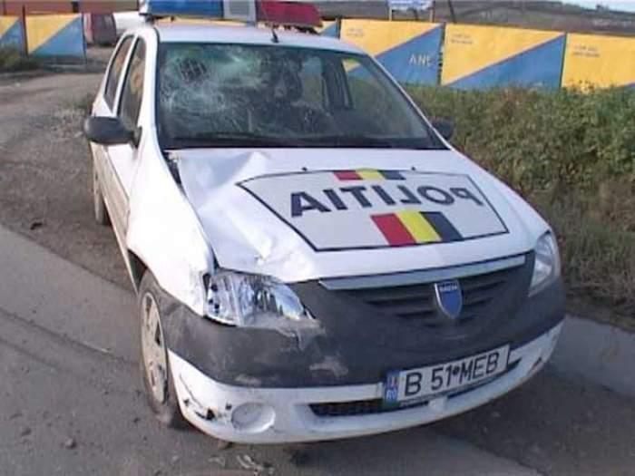 Doi poliţişti au intrat într-un autoturism, după care au fugit de la locul accidentului