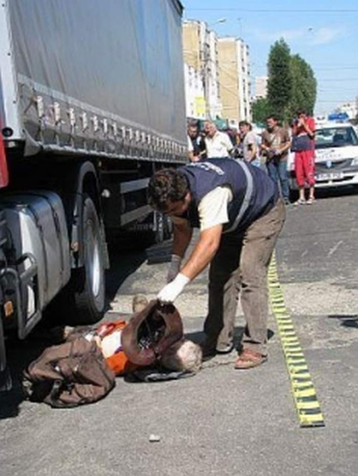 Accident bizar! Un şofer şi-a găsit sfârşitul sub roţile propriei maşini!