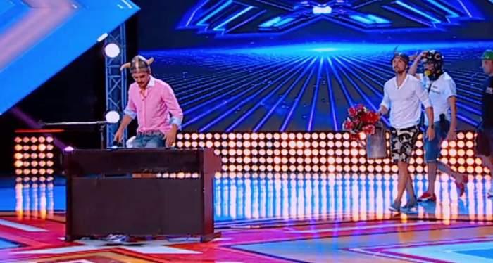"""Răzvan şi Dani s-au întrecut în... mâini! Au impresionat juriul emisiunii """"X Factor""""/ VIDEO"""