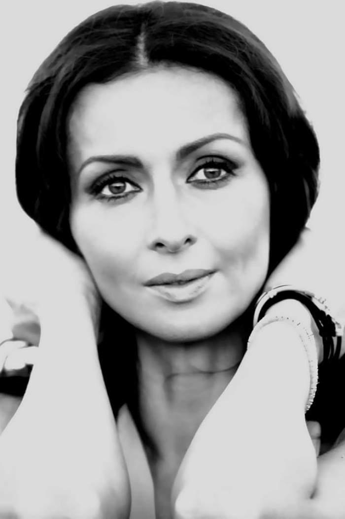 Mihaela Rădulescu preferă să simtă cu ochii închişi!