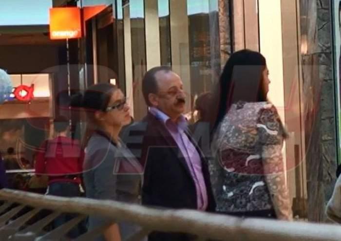 În faţa soţiei şi a fiicei, patronul Rapidului şi-a luat papucii! Vezi ce a făcut Nicolae Cristescu în mijlocul mall-ului / Video