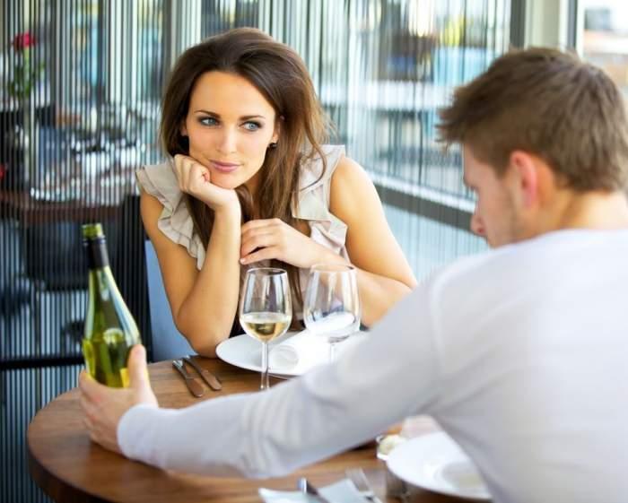 Există anumite culori care reduc şansele de seducere a partenerului de la prima întâlnire! Vezi care sunt acestea