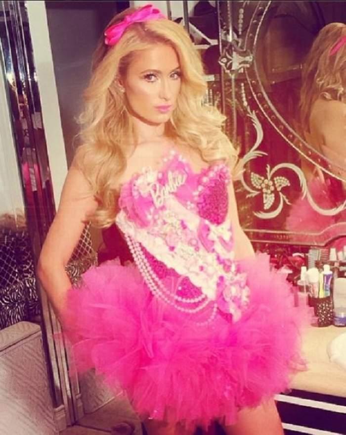 Paris Hilton şi-a ales costumul de Halloween! Blonda imită o celebră cântăreaţă