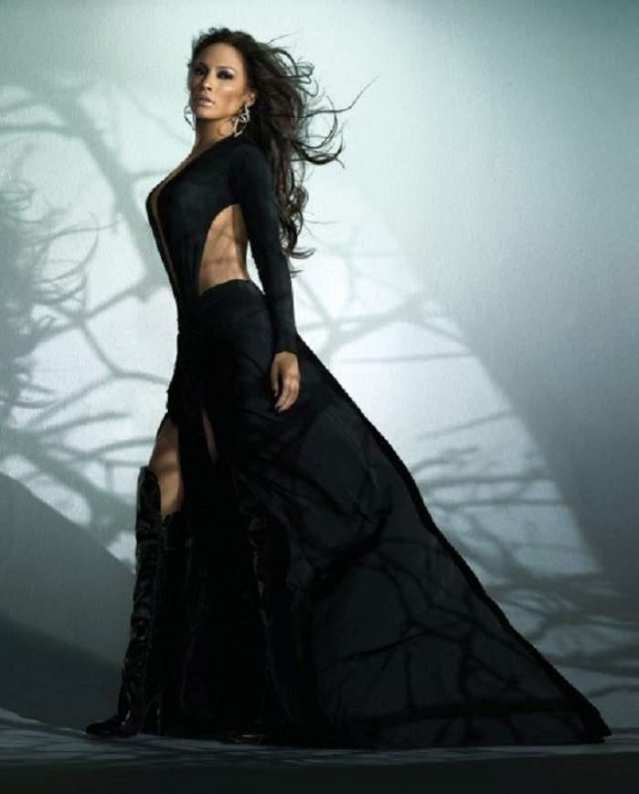 Jennifer Lopez nu se mai ascunde sub tone de machiaj!