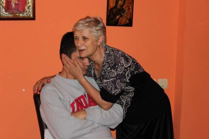 Luis Lazarus nu poate trece peste decesul mamei sale! Uite ce mesaje emoţionante postează pe internet!