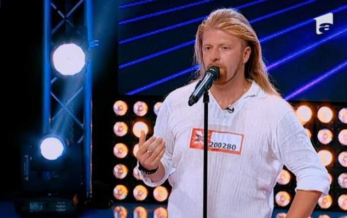 """Cucul cântă rock numai la """"X Factor"""". Vezi prestaţia care l-a făcut pe Cheloo să recunoască că a frecventat baruri de rockeri"""