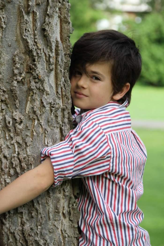 Celebritatea nu i-a adus numai avantaje... Puştiul român de 11 ani care a cucerit Italia are probleme la şcoala!
