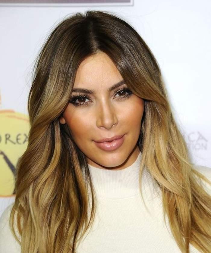 Kim Kardashian refuză să-şi ţină sânii ascunşi! Uite cum a ieşit pe stradă!