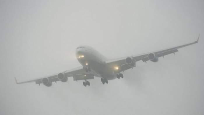O aeronavă cu destinaţia spre Cluj a fost deviată de la traseu din pricina ceţii