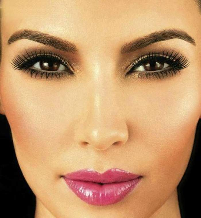 De la ea a moştenit frumuseţea Kim Kardashian! Vezi cum arată mama starletei
