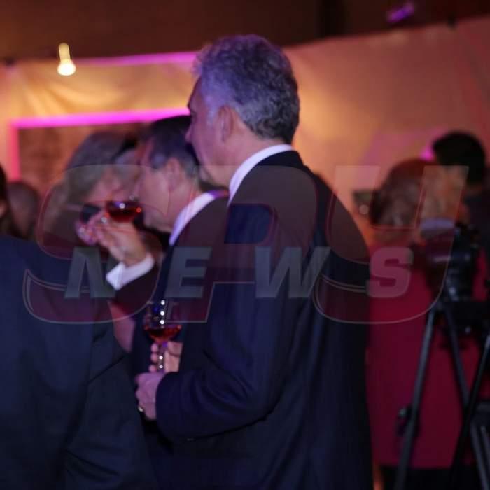 """""""Bun îi vinul ghiurghiuliu!""""... Foşti miniştri, însetaţi nevoie mare la un eveniment monden"""