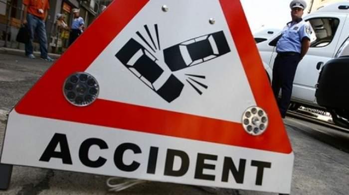 Accident grav în Bucureşti! Două persoane au fost rănite după ce trei autoturisme s-au ciocnit