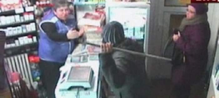Teroare într-un magazin, vânzătoare a fost ameninţată cu bâta!