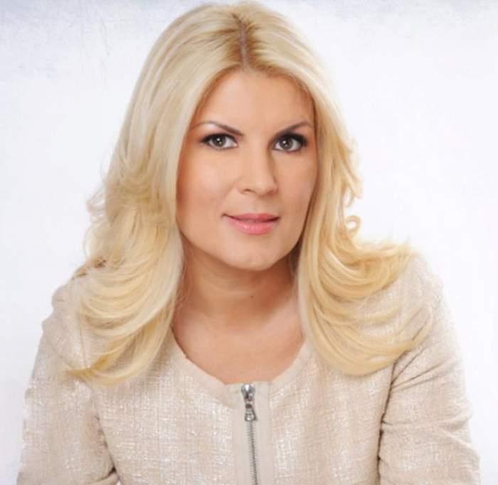 Elena Udrea la munca de jos! Ipostaza în care nu te aşteptai să o vezi pe sexy politiciană