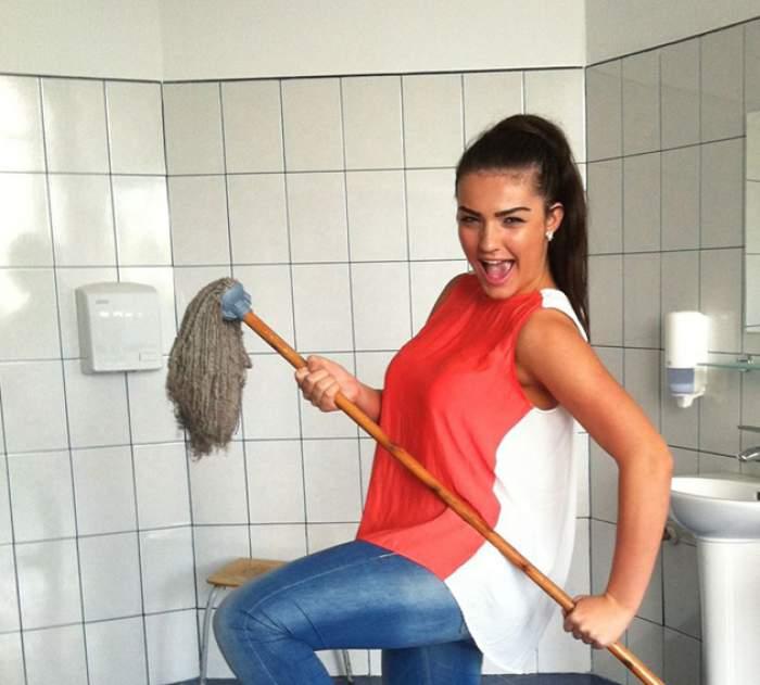 Diana, fiica lui Adrian Enache, face show în toaletă