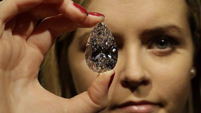Nu îți va veni să crezi câți bani valorează acest diamant!