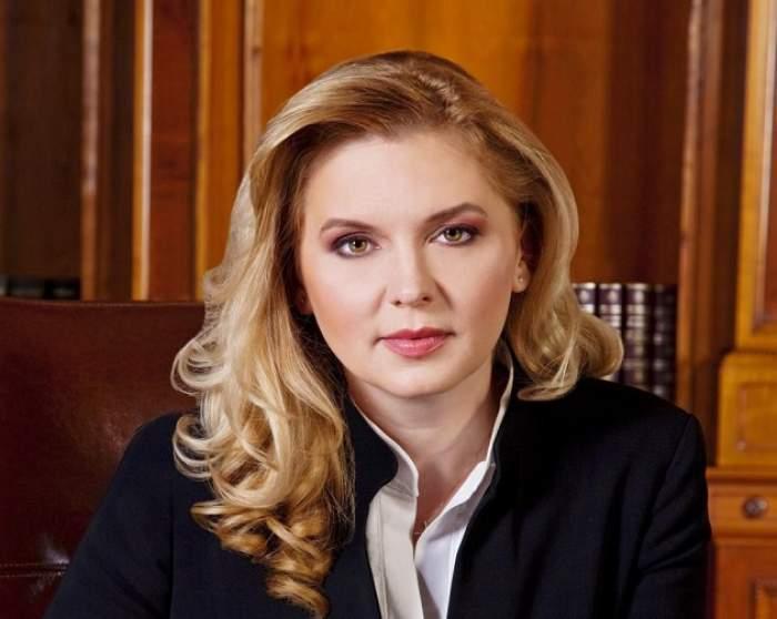 Traian Băsescu o năşeşte pe Roberta Anastase