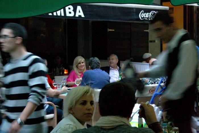 A dat restaurantele de fiţe pe o ieşire la terasă! Vezi ce politician a petrecut toată seara în Centrul Vechi  / Galerie foto