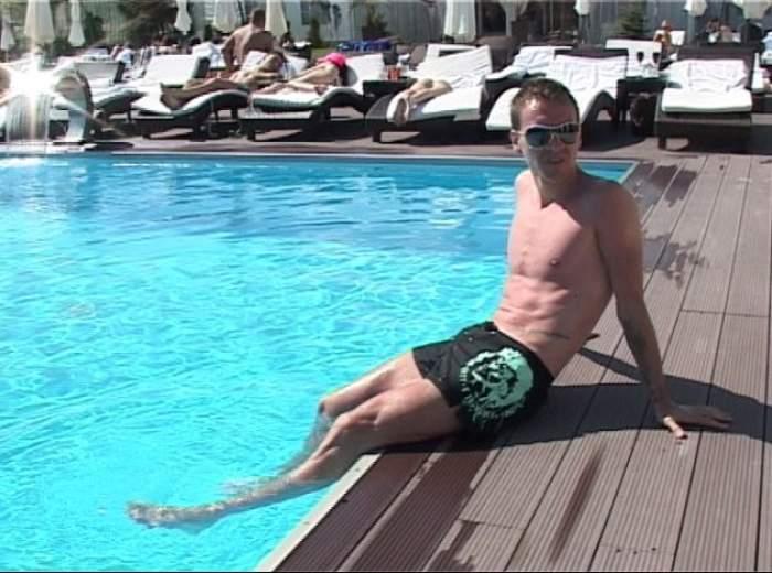 După despărţirea de Andreea Tonciu, Nicolae Mitea se arde la piscină! / VIDEO