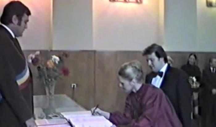 Corneliu Vadim Tudor s-a împrumutat ca să se însoare! Imagini nemaivăzute de la nunta Tribunului, din 1987 / Video