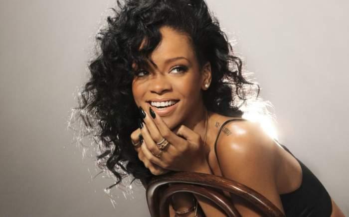 Rihanna a demonstrat că are cel mai sexy fund de vedetă. Vezi ce a pierdut Chris Brown