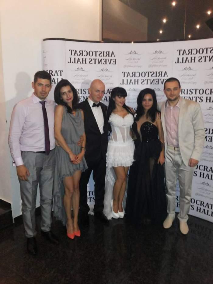 Uite cum a fost la nunta Roxanei Marinescu. Nu a lipsit stripteasul feminin, iar cheful s-a transformat în dezmăţ. Imagini exclusive