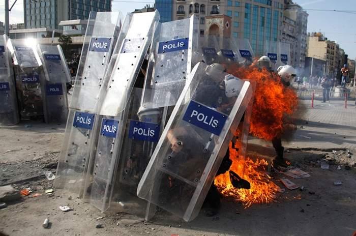 Violenţe extreme la Istanbul. Poliţia a intervenit în forţă