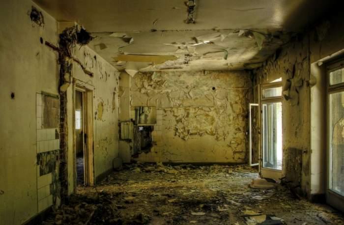 Instituţie transformată într-un focar de infecţie! Uite cum arată Spitalul Caritas după aproape doi ani de la desfiinţare!