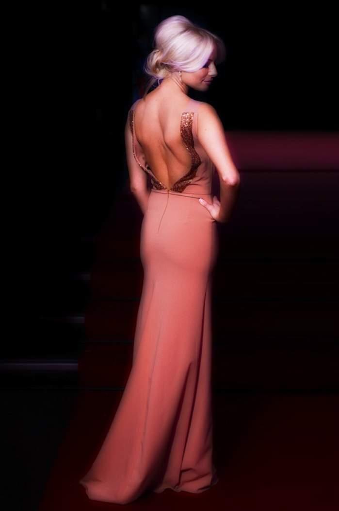 Nici ea nu visa la aşa ceva! O româncă este cea mai sexy femeie din lume în 2013. Merită titlul?