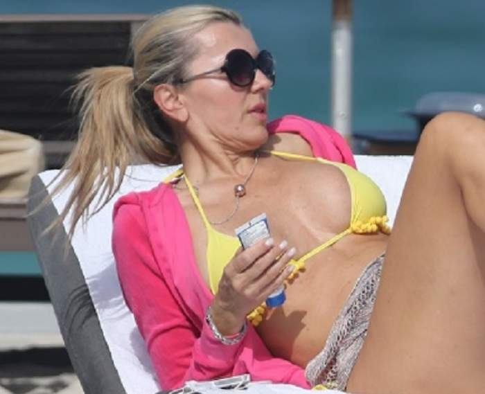 """Vedeta asta întrece orice limită! Are 53 de ani şi îşi arată """"păsărica"""" pe plajă / Foto"""
