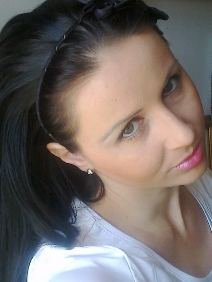 Vă mai amintiţi de Magda Ciumac? Uite ce face bruneta în fustă scurtă prin Timişoara! / Foto