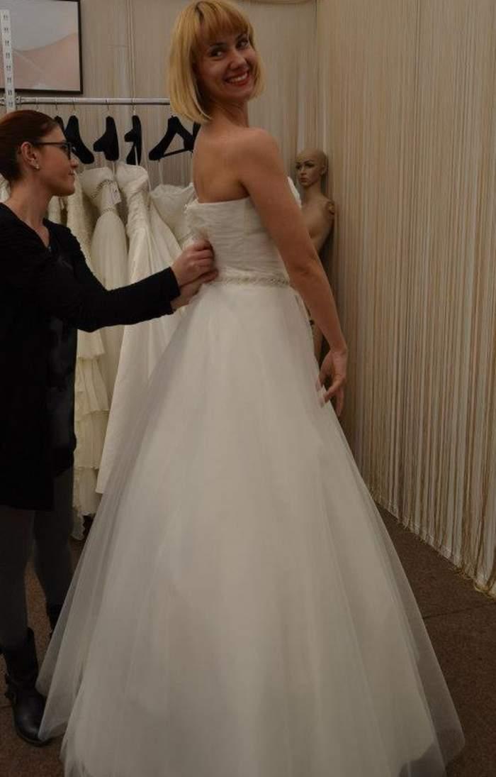 Şi-a modificat rochia de mireasă pe ultima sută de metri. Vezi ce a păţit Oana Ioniţă înainte de nuntă