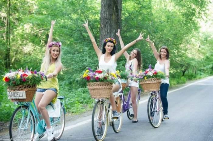 Susţin că ele au lansat moda bicicletelor în videoclipuri. Vezi ce artişti le-au copiat pe fetele de la Bambi