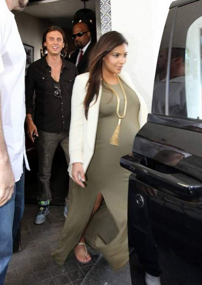 Kim Kardashian şi Kanye West au un tupeu incredibil! Vezi ce sumă exorbitantă vor pentru o poză cu copilul lor!