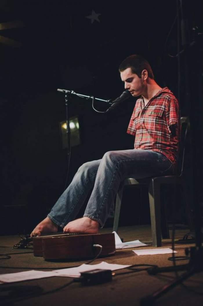 Exclusiv! George Dennehy, băiatul fără mâni care cântă cu ajutorul picioarelor, se însoară! Vezi povestea lui aici!
