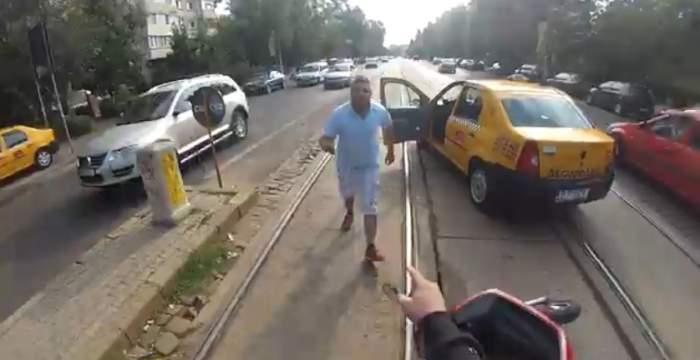 Haos pe străzile Capitalei! Un taximetrist nervos a pus la pământ un scuterist în trafic!