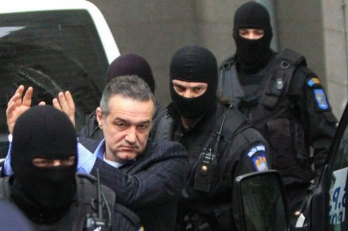 """Face mătănii şi se roagă ca verdictul să nu-l îngroape. Gigi Becali află astăzi decizia finală în dosarul """"Valiza"""""""