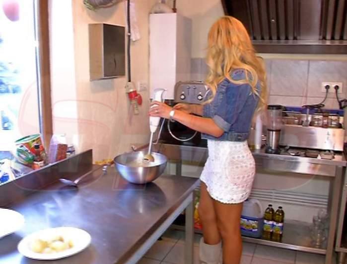 Uite ce bucătăreasă sexy e Alice Iotta!