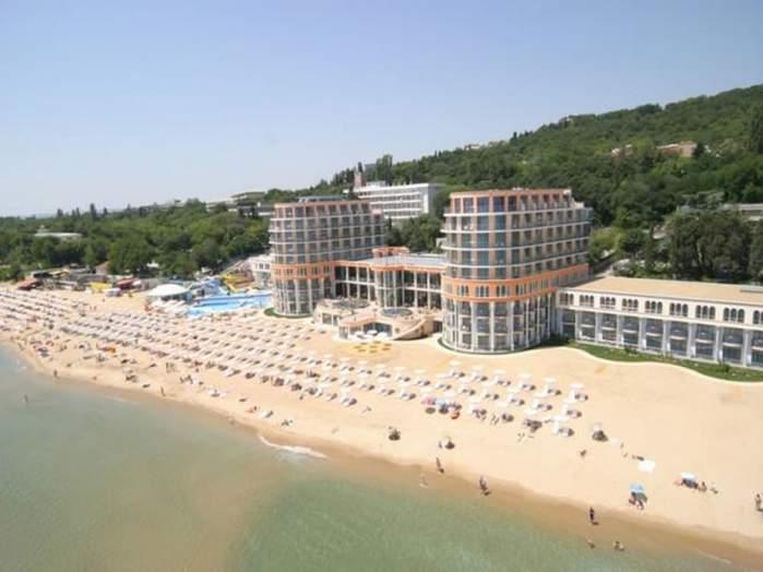 """""""Turiştii români fură televizoarele din hotel"""". Vezi cine ne acuză  că suntem înapoiaţi"""