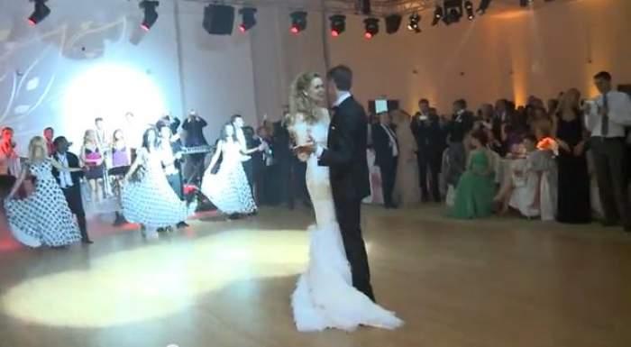 Roberta Anastase s-a măritat! Dansul mirilor, surprins în imagini! Ce crezi, s-au descurcat sau mai aveau nevoie de lecţii de dans?