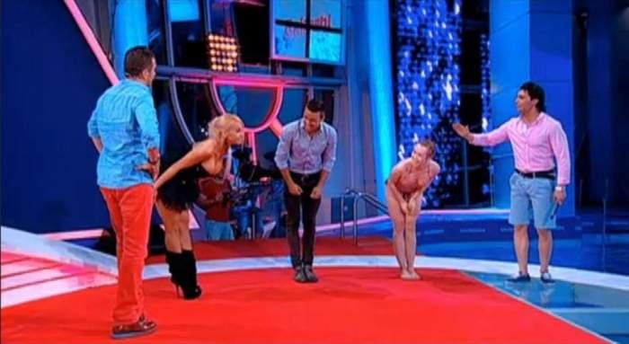 Anda Adam şi Xonia au exersat saltul în apă într-o poziție care înnebunește bărbaţii! / Care e mai sexy?/ Video