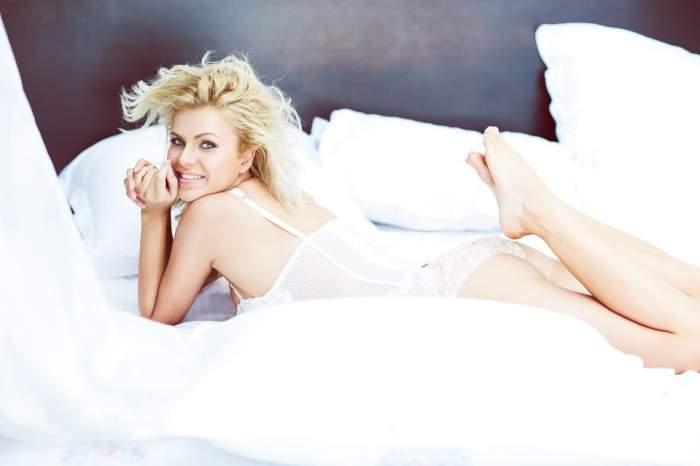 Cristina Vasiu e mai senzuală ca niciodată! Uite în ce ipostaze a pozat blonda!