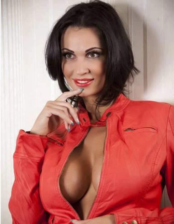 Nicoleta Luciu a făcut ravagii ca asistentă medicală. Medicii au obligat-o să îşi acopere sânii uriaşi